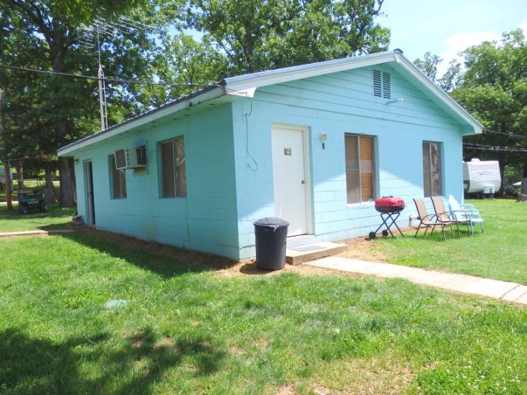 Cabin 9, Exterior